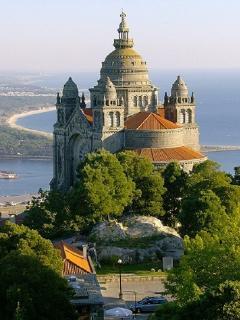 La Basilique Santa Luzia dominant la ville