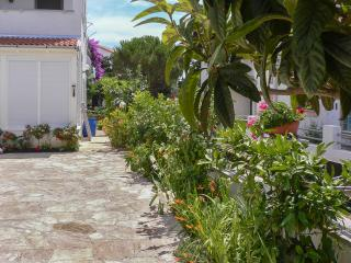 Near Zadar, Croatia, charming apartment w terrace & garden, short walk to beach!, Petrcane