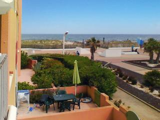 Beautiful 1-bedroom flat in the Pyrenees-Orientales, with sea view & WIFI - 50m from Le Barcares beach!, Le Barcarès