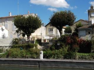 Charente-Maritime riverside house, Saint Savinien sur Charente
