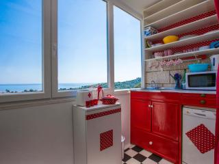 Colourful apartment in Dubrovnik with air con and sea view - 300m from the beach