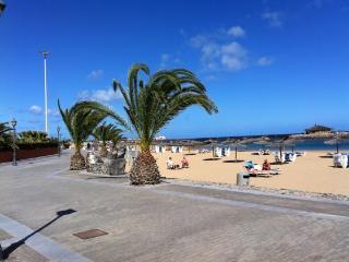 In Fuerteventura, apartment w sunny terrace & garden view, near Caleta de Fuste beach, Fustes