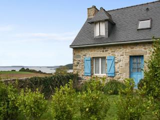 'Kersimrah Longère' rustic yet modern house in Brittany with 4 bedrooms, central heating, garden and, Telgruc-sur-Mer