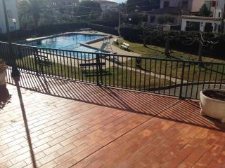 Bonito apartamento con piscina y parking (A04), Roses