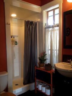 Entry Room Bath