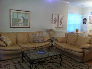 BRIGHT, IMMACULATE CONDO. SLEEPS 4. WIFI, Myrtle Beach