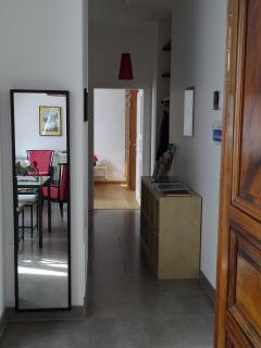 Le passage entre le séjour et la chambre