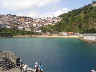 Playa del Escanu desde el muro del puerto