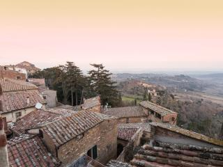 Holiday Apartment in historical palace.Marina, Montepulciano