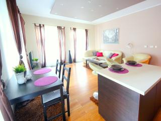 125 Deluxe Apartment with GARAGE, Cracovia