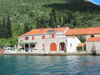 SEA HOUSE 1,comfortable apartment on waterfront