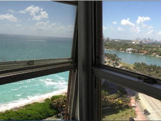 Beachfront apt: ocean view, parking & beach access, Miami Beach