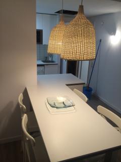 Mesa de comedor de la cocina-comedor para 4 personas