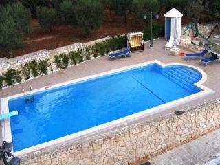 Fantastic Hillside Apartment with own private pool