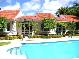 Two Bedroom Villa with Outdoor Pool in Cancun