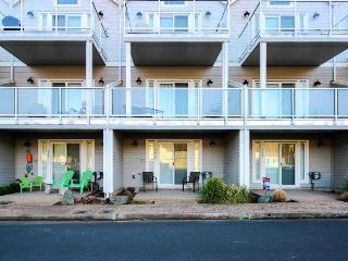 Luxurious three-story home with close beach access!, Rockaway Beach