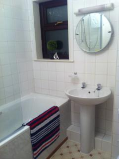 MODERN WHITE BATHROOM SUITE,  WITH SHOWER OVER BATH,  SHOWER SCREEN
