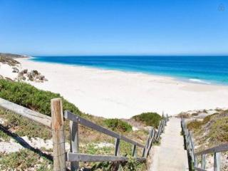Two Bedroom Apartment - Quinns Beach Stay 1