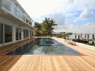 Beckinsale - State of the Art Modern Waterfront, Miami Beach