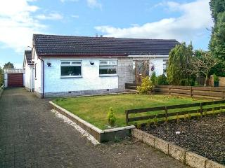 LILLYDALE, semi-detached bungalow, en-suite, woodburner, lawned garden, near Carnwath, Ref 919569