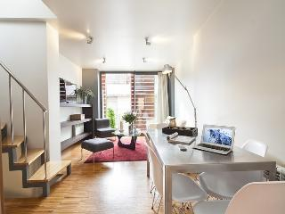Apartment with Private Terrace Park Güell and access to swimming pool