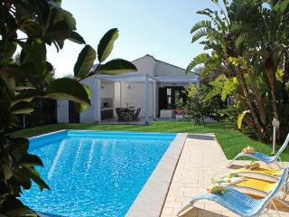 VILLA PLAYA GRANDE: villa with private pool, 800 m, Ragusa