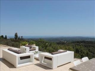 Villa & Pool, centrally situated in the Provence, Cote-d'Azur, Alpes Maritimes.