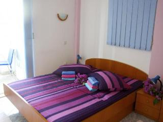 Apartment Ivana 4 (2+2) with AC and 20m from the sea, Klek