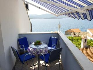 Apartment Ivana 6 (2+2) with sea view and Wi-Fi, Klek