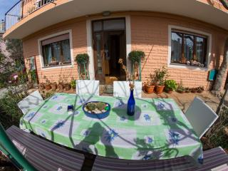 Apartment Jabuka for 4-5 with garden