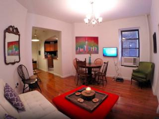 4 Bedroom, 2 Bath, Huge Loft in Prime East Village, Nueva York