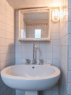 Shower Room with Washbasin (2)
