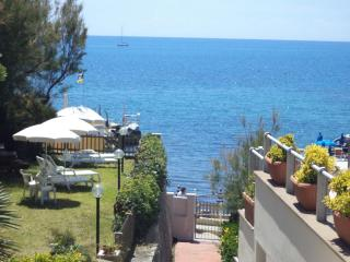 Nice flat at 30 mt from the sea, Castiglioncello