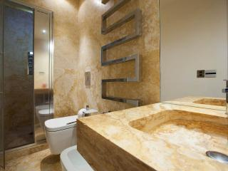 Suite Deluxe Luxury 1BR with Spa Bath - 4-Minute Walk from the Duomo