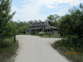 Dovetail Acres Log Home, Private Vacation Paradise, Sister Bay