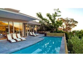 Spacious, luxurious and modern upmarket villa in Camps Bay - The Blinkwater