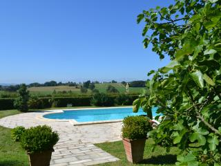 Traditional Gascon Farmhouse with heated pool, amazing views and Pizza Oven