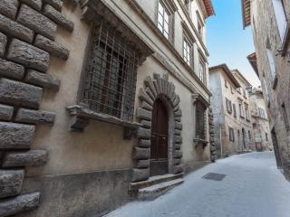 Holiday Apartment in historical palace. Gemma, Montepulciano