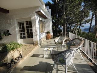 Els Blancais, casa adosada con jardin y piscina, Tamariu