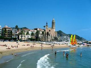 Luxury Appt & Pool in Heart of Sitges by the Beach