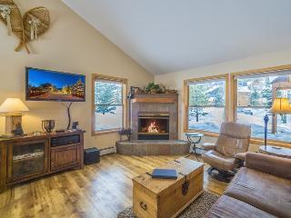 Snake River Village 18 - Walk to slopes, newly remodeled kitchen, hardwood