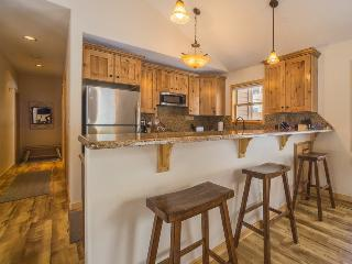 Snake River Village 18 - Walk to slopes, newly remodeled kitchen, hardwood floor