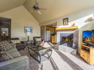 Snake River Village 29 - Walk to slopes, washer/dryer, private garage, 2nd floor!, Keystone