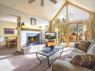 Snake River Village 29 - Walk to slopes, washer/dryer, private garage, 2nd, Keystone