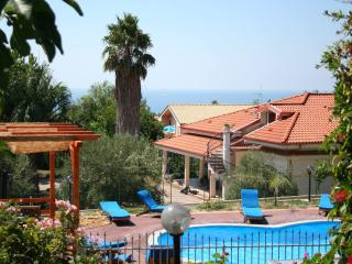 Flat with pool and Private Beach Access, Capo Vaticano