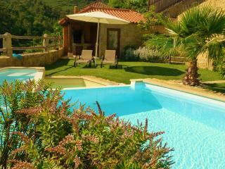 Casa com requinte, lareira, sauna, piscina...