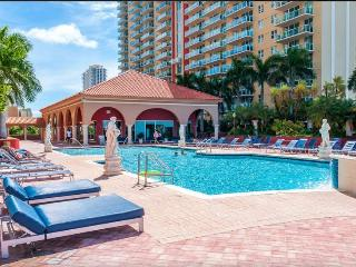2/2 Condo on Bay w/ STUNNING VIEW, GREAT AMENITIES, Sunny Isles Beach