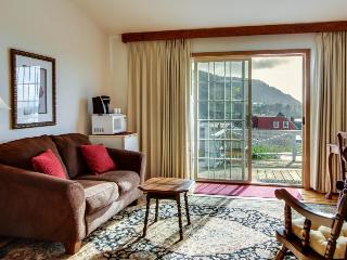 Enjoy ocean views from the shared deck of this lovely dog-friendly suite!, Yachats