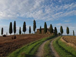 I CIPRESSINI : il  Casale Toscano  piu fotografato