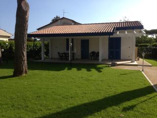 Residence Riva dei Gabbiani villa pochi m dal mar, Borgo Montenero